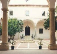 Chiostro di S.Agostino. Ora sede di uffici comunali.  - Salemi (2448 clic)