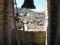 Particolare del campanile della chiesa Greco-Ortodossa. Vista dall'interno. Luogo immortalato nel film di G.Tornatore NUOVO CINEMA PARADISO  - Palazzo adriano (3072 clic)