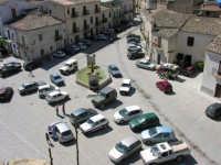 La bellissima piazza della città immortalata nel film di G.Tornatore NUOVO CINEMA PARADISO. Vista dal campanile della chiesa Greco-Ortodossa  - Palazzo adriano (6169 clic)
