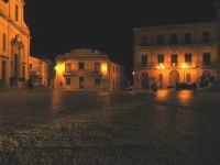 La bellissima piazza della città immortalata nel film di G.Tornatore NUOVO CINEMA PARADISO. Vista notturna che restituisce l'antico originale splendore.  - Palazzo adriano (3642 clic)