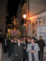 Festa dell'otto dicembre - Processione della Madonna tra le antiche vie cittadine. Il simulacro della Madonna portato a spalla per tutto il percorso.  - Salemi (5834 clic)