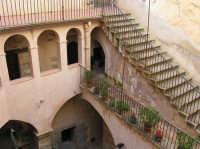 CASTELLO -particolare dell'atrio  - Castelbuono (1363 clic)