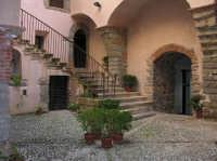 CASTELLO -particolare dell'atrio  - Castelbuono (1839 clic)