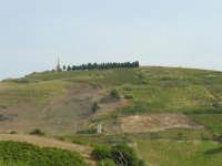 Pianto Romano. La montagna che fu teatro della battaglia di Calatafimi tra i Mille di Garibaldi e i Borboni nel 1860. Obelisco in ricordo dell'evento storico.      - Calatafimi segesta (2557 clic)