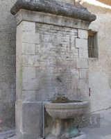 Fontanella caratteristica delle strade antiche della città. Acqua purissima del Monte delle Rose.  - Palazzo adriano (3269 clic)