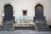 due porte...una considerazione.  - Vizzini (4968 clic)