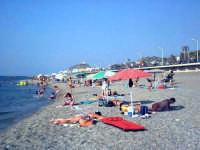 Capo d'Orlando (ME) - La spiaggia (ago 2002) VII  - Capo d'orlando (15705 clic)