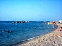 Capo d'Orlando (ME) - La spiaggia (ago 2002) IX  - Capo d'orlando (9403 clic)