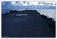 Vergine Maria (PA) - sul molo, il pescatore in solitudine  - Palermo (2359 clic)