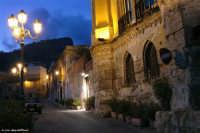 Arenella (Pa) - suggestiva stradella che conduce all'antica tonnara dei Florio  - Palermo (5604 clic)