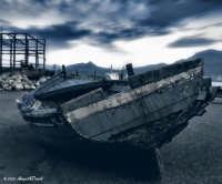 Palermo, cantieri navali - La lenta agonia di una vecchia barca tirata in secca, ormai destinata ver
