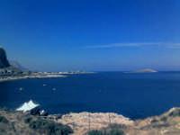 Sferracavallo (PA) Panorama sul mare da Capo Marconi - sullo sfondo l'Isola delle Femmine (27 ago 2005) XVI  - Sferracavallo (6848 clic)