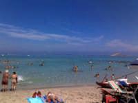 La spiaggia di Capaci sullo sfondo a dx l'Isola delle Femmine (27 ago 2005) XVIII  - Capaci (9225 clic)