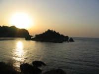 L'alba all'Isola Bella fotografata dal treno  - Taormina (3455 clic)
