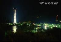 notturna del pilone e dell'abitato  - Torre faro (15531 clic)
