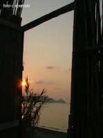 S. Carrà. Porta aperta al tramonto su Capo d'Orlando   - Naso (6709 clic)