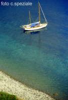 barca in rada a Capo Graziano  - Filicudi (7169 clic)