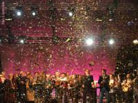 Notte di Capodanno 2007 a piazza Duomo.Esplosione di colori a mezzanotte.Grande festa con Arbore e Frassica.  - Messina (2839 clic)