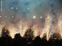 Notte di Capodanno 2007 a piazza Duomo.Gli effetti della grande festa di mezzanotte sotto il palco.  - Messina (2459 clic)