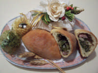 NFRIULATA (Focaccia Condita) Ingredienti: Pasta per pane casereccio già lievitata, bietole, patate e salsiccia, olio extra vergine d'oliva.  - Lercara friddi (19441 clic)