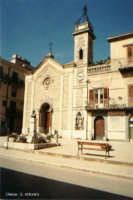 La chiesa di S. Antonio di Padova  - del Settecento - presenta un prospetto di impostazione romanica ma di stile neo-gotico, ed è arricchito da un armonico rosone, opera di artisti locali.  - Lercara friddi (6661 clic)