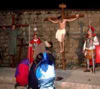 31 Marzo 2010: Via Crucis. Gli ultimi istanti del Cristo ancora in vita sulla Croce.(zona:Santa Croce o cosidetta Crucidda).  - Lercara friddi (4039 clic)
