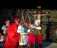 31 Marzo 2010: Via Crucis. Gli ultimi istanti del Cristo ancora in vita sulla Croce.I Centurioni romani si prendono gioco di Gesù.(zona:Santa Croce o cosidetta Crucidda).  - Lercara friddi (3946 clic)