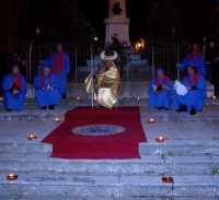 21 Marzo 2010 Via Crucis:I sacerdoti del tempio.Zona:Innanzi al Monumento ai Caduti.  - Lercara friddi (6077 clic)
