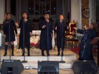 Gospel di Natale 2006 a Lercara Friddi. Un altro momento del Concerto dell'artista americana Wenda Trent Phillips ed il suo gruppo  canoro; Spicca la voce solista della cantante  BJ Ardy Ministries.  - Lercara friddi (2091 clic)