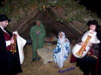 Natale 2006 - Presepe Vivente. Gesù, Giuseppe e Maria con gli Zampognari.  - Lercara friddi (11700 clic)