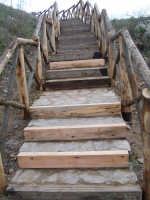 La scalinata d'accesso al sentiero che conduce al Sito Sikano Sul Colle Madore dopo gli ultimi lavori.(febbraio 2009).  - Lercara friddi (6424 clic)