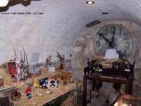 Chiesa Madre Maria SS.della Neve in Piazza Duomo. Un suggestivo angolo della Cripta durante il periodo natalizio; Sullo sfondo si nota un antichissimo Orologio inserito nella pietra che alcuni esperti giudicano di inestimabile valore storico.  - Lercara friddi (2231 clic)