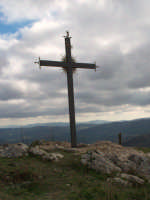 La Croce posta sul ciglio più alto del Colle Madore. Essa è stata realizzata da un nostro concittadino, (Guarneri Santo) che ha voluto donarla alla nostra comunità. (febbraio 2009).  - Lercara friddi (4591 clic)