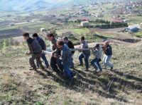 Le fasi della salita della Croce sul Colle. (febbraio 2009).  - Lercara friddi (4617 clic)