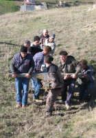 Le fasi della salita della Croce sul Colle.Ci sono voluti ben 9 uomini per salire fino in cima la Croce visto il peso di quest'ultima. (febbraio 2009).  - Lercara friddi (7802 clic)