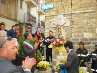 1 Novembre 2009. Un altro momento dell'inaugurazione del Crocifisso Monumentale in via Mulino.  - Lercara friddi (3612 clic)