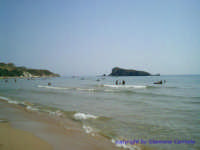 La spiaggia della Rocca. Sullo sfondo la occa, isolotto di modeste dimensioni posto non molto distante dalla riva.  - Licata (4486 clic)