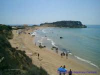 La spiaggia della Poliscia. Sullo sfondo una parte di scogliera che divide questa spiaggia da quella di Mollarella.  - Licata (7531 clic)