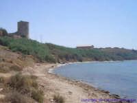 La spiaggia di Torre di Gaffe, al confine tra Licata e Palma di Montechiaro. In alto a sinistra la torre che un tempo serviva per avvistare le navi nemiche.  - Licata (14434 clic)