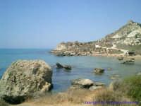 La spiaggia di Torre San Nicola; un piccolo paradiso immerso nella bellissima scogliera che caratterizza il tratto di costa che va dalla Poliscia a Torre di Gaffe.   - Licata (3384 clic)