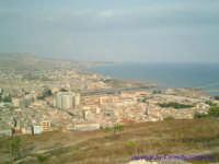 Panoramica della città di Licata. Foto effettuata in prossimità del Castel Sant'Angelo.  - Licata (3319 clic)