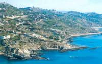 Vista della scogliera che dalla Spiaggia di Marianello porta a quella di Mollarella.  - Licata (15591 clic)