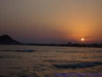 Suggestivo tramonto nella baia di Mollarella, la sera del 14 Agosto.  - Licata (4075 clic)