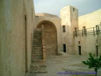 Una delle tante parti interne del Castel Sant'Angelo, con la scala di accesso al piano superiore.  - Licata (2579 clic)