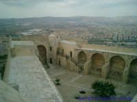 Paronamica dell'interno del Castel Sant'Angelo; sullo sfondo parte della città di Licata.  - Licata (2890 clic)