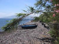 Isole Eolie, Salina, S.Marina - spiaggia c.da Barone, sullo sfondo Lipari  - Salina (4388 clic)