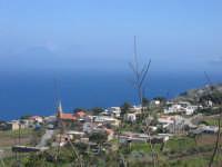 Isole Eolie, Salina, Malfa- sullo sfondo l'isola di Stromboli  - Salina (3841 clic)