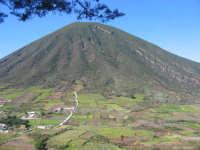 Isole Eolie, Salina, Monte Porri visto da Val di Chiesa  - Salina (3375 clic)