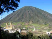 Isole Eolie, Salina - Monte Porri visto da Val di Chiesa  - Salina (3755 clic)