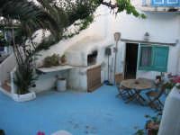 patio esterno di una tipica abitazione eoliana (Stromboli)  - Stromboli (5695 clic)